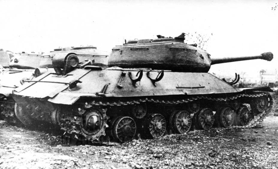 В ходе восстановления танка в 1946 году немного изменилась верхняя кормовая плита корпуса - Не попавший в амплитуду   Warspot.ru