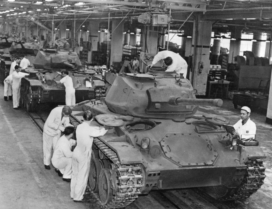 Производство Light Tank M24. За счёт того, что машина была частично унифицирована с Light Tank M5A1, освоение танка прошло довольно быстро - Лёгкий и долгоиграющий   Warspot.ru