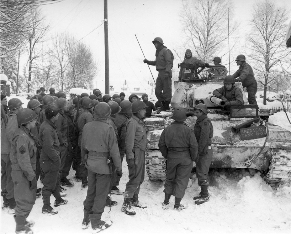 Необычный силуэт машины чем-то напоминал немецкий средний танк Pz.Kpfw.Panther, поэтому с Light Tank M24 знакомили как танкистов, так и пехоту - Лёгкий и долгоиграющий   Warspot.ru