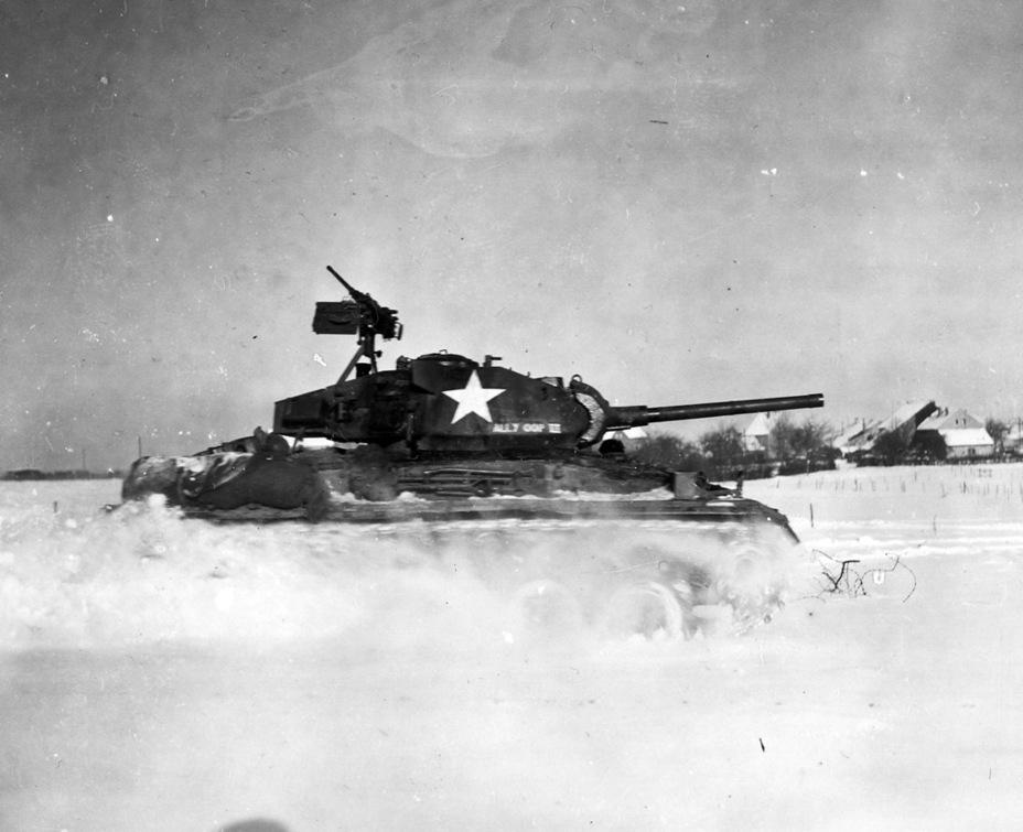 Танк оказался очень неплох с точки зрения ходовых качеств в условиях зимы 1944-1945 годов - Лёгкий и долгоиграющий   Warspot.ru