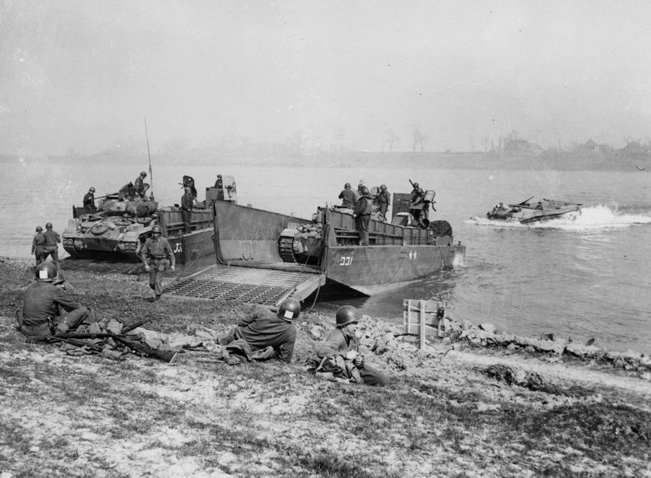 Переправа Light Tank M24 из состава 8-й бронетанковой дивизии через реку Рур, март 1945 года - Лёгкий и долгоиграющий   Warspot.ru