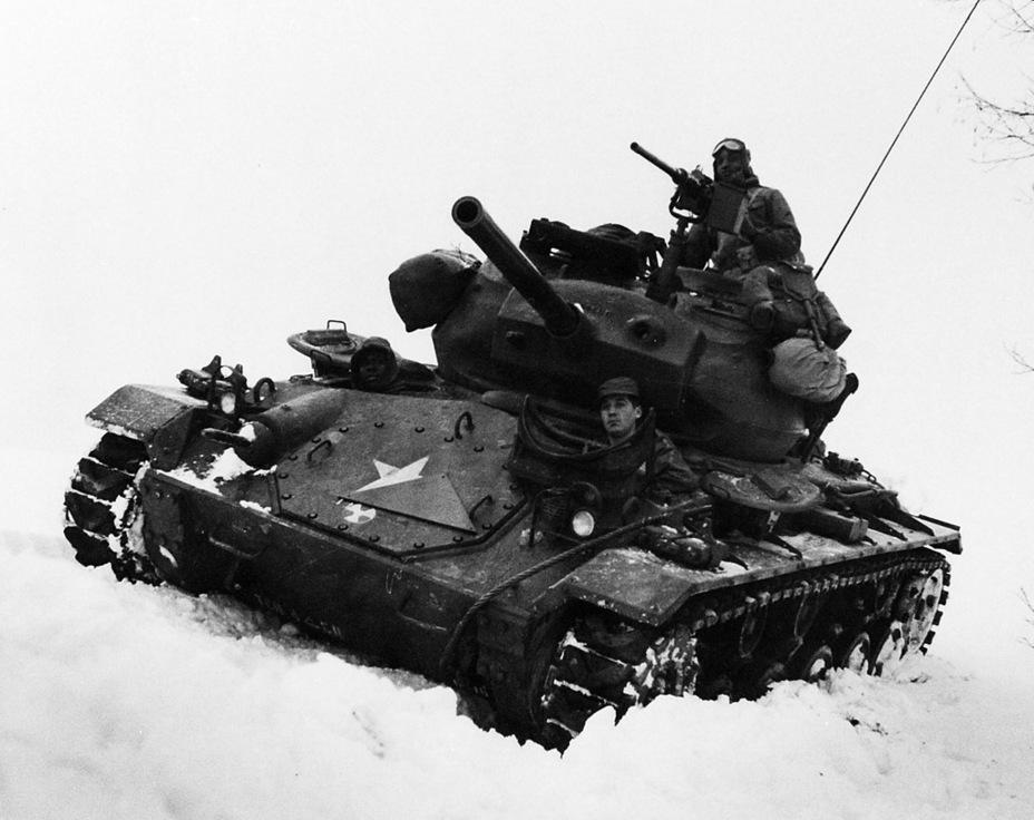Light Tank M24, прошедший модернизацию. Помимо траков T85E1, он получил пушку M6 - Лёгкий и долгоиграющий   Warspot.ru