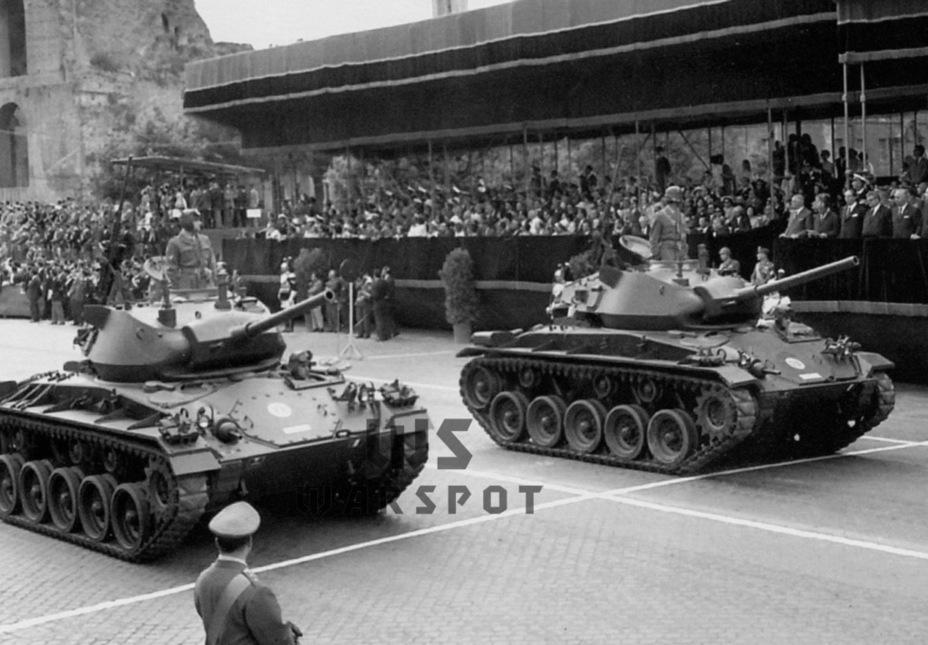 Итальянские M24 на параде, 1961 год. Итальянцы получили около 500 танков данного типа - Лёгкий и долгоиграющий   Warspot.ru