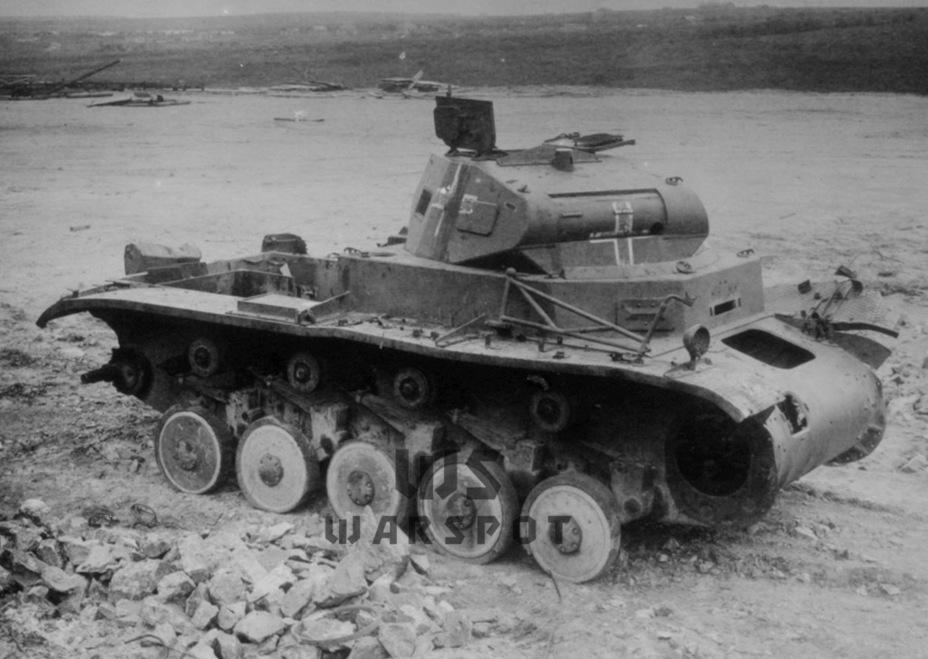 Тот самый Pz.Kpfw.II, который обстреливался в 1940 году НИИ-48. Согласно отчёту, броня гомогенная, борт раскалывался при скорости снаряда 360 м/с - Теория бронетанковых заблуждений | Warspot.ru