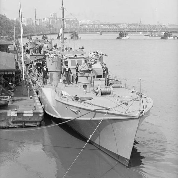 Британский артиллерийский катер МGB-609 на Темзе, 1943 год - Убийцы шнелльботов | Warspot.ru