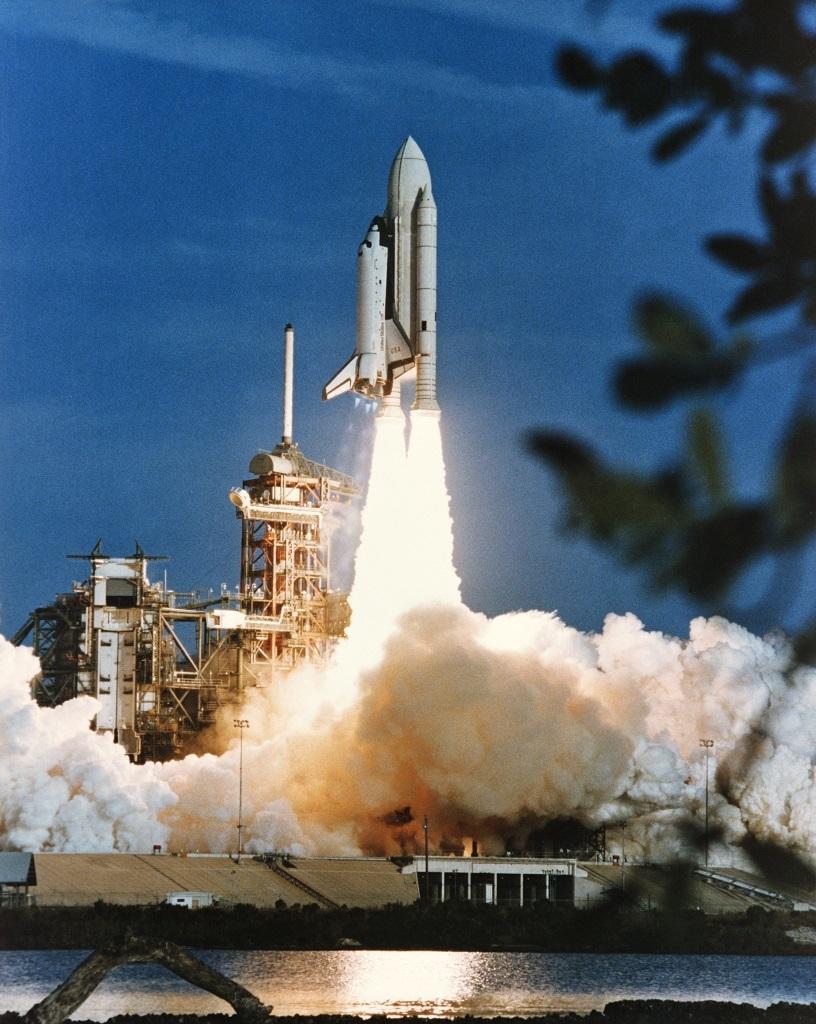 Первый запуск американского космического корабля многоразового использования Columbia, 12 апреля 1981 года. Фото из архива NASA spaceflight.nasa.gov - Полёт «Бурана» | Warspot.ru