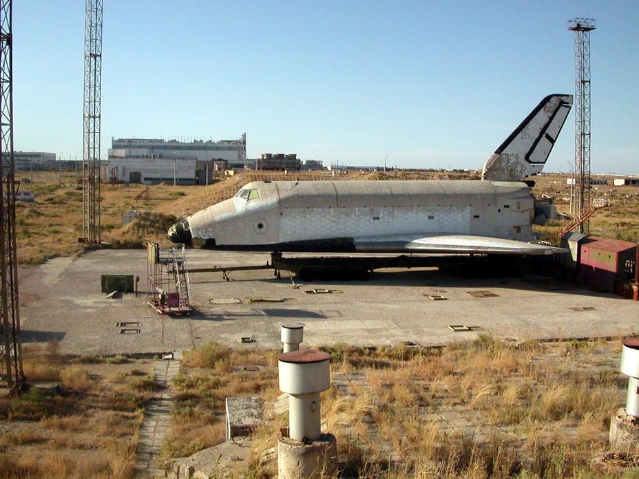 Полноразмерный макет ОК-МЛ1 (изделие 0.04, 11Ф35МЛ1) на космодроме Байконур в октябре 2002 года buran.ru - Полёт «Бурана» | Warspot.ru