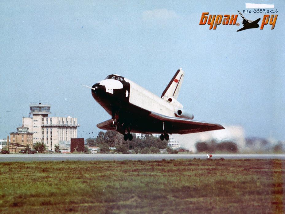 Взлёт атмосферного самолёта-аналога БТС-002 ГЛИ. Фото из архива НПО «Молния» buran.ru - Полёт «Бурана» | Warspot.ru