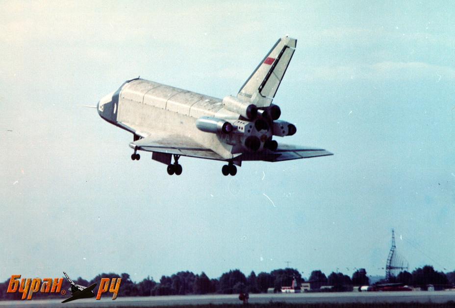 Отработка автоматической посадки на атмосферном самолёте-аналоге БТС-002 ГЛИ. Фото из архива НПО «Молния» buran.ru - Полёт «Бурана» | Warspot.ru