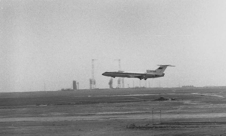 Последний полёт лаборатории Ту-154Б (ЛЛ-083) в программе отработки радиотехнических систем посадочного комплекса «Бурана». Фото сделано С. Грачёвым на Байконуре в мае 1988 года buran.ru - Полёт «Бурана» | Warspot.ru