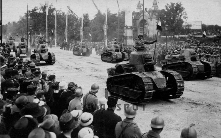 Парад 14 июля 1919 года на Елисейских полях. Renault FT стал главным героем подобных парадов более чем на десятилетие - Колосс на глиняных ногах | Warspot.ru
