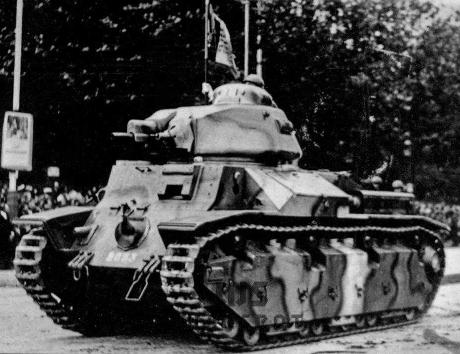 Char D2 — дальнейшее развитие D1, ставшее полноценным средним танком. Он стал жертвой концепции «боевых танков», поначалу построили всего 50 штук. Именно эта машина являлась рабочей лошадкой полковника де Голля, считавшего, что именно D2 должен быть основным французским танком - Колосс на глиняных ногах | Warspot.ru