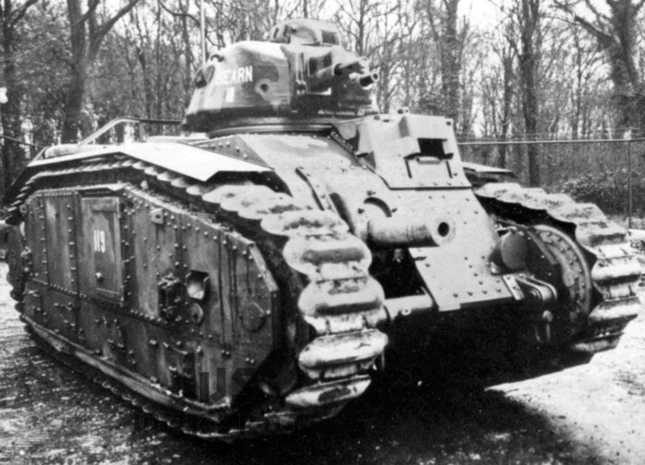 После того как ограничения по массе танков исчезли, Char B1 стал приоритетным направлением. Французское командование поначалу явно не смутил тот факт, что изготовление первой (и единственной) серии из 32 Char B1 растянулось почти на два года. При этом 50 Char D2 изготовили менее чем за год - Колосс на глиняных ногах | Warspot.ru