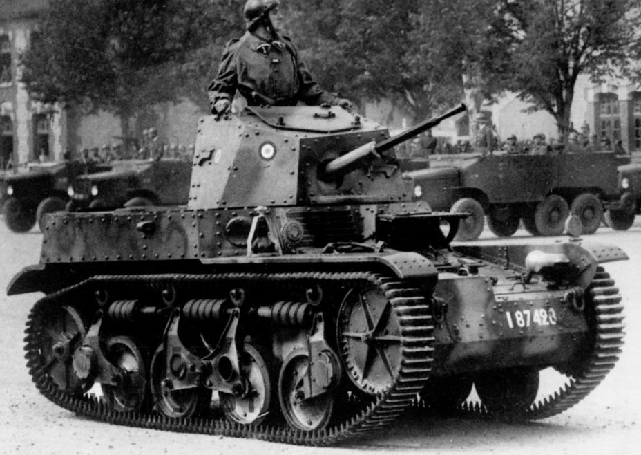 AMR 35 ZT — взгляд французской кавалерии на лёгкий танк-разведчик. Версия с 13,2-мм пулемётом во многом выглядела не хуже аналогов из других стран. Правда, тираж этой машины составил всего 87 единиц - Колосс на глиняных ногах | Warspot.ru