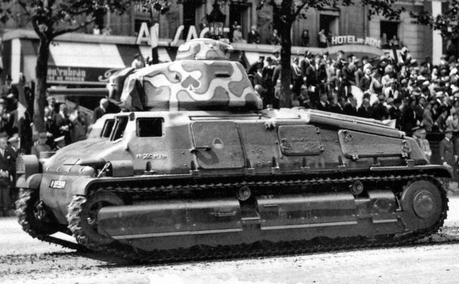 SOMUA S 35. Официально это была бронемашина, но на самом деле — лучший из французских танков. Впрочем, изначальная концепция трёхместного танка с одноместной башней сильно снижала эффективность боевого применения - Колосс на глиняных ногах | Warspot.ru