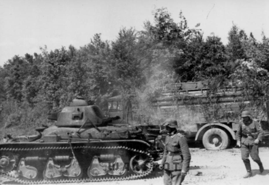 Этот Renault R 35 стал жертвой противотанковой артиллерии - Колосс на глиняных ногах | Warspot.ru