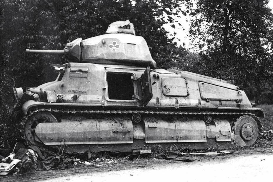 Как показали результаты боевого применения, наиболее удачным французским танком стал SOMUA S 35. Другой вопрос, что этих машин было маловато на тех участках фронта, где наносился главный удар немецкой группировки, да и само боевое применение вызывает массу вопросов - Колосс на глиняных ногах | Warspot.ru