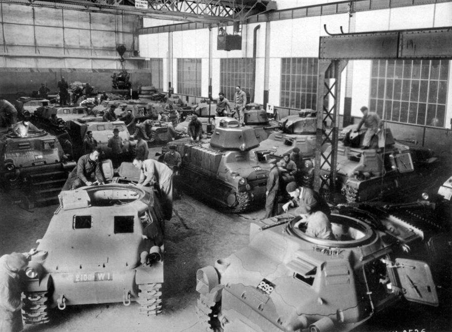 Сборка SOMUA S 35 являлась скорее положительным примером производства французских танков. Ежемесячно на заводе SOMUA выпускалось до 20-22 танков — в то время немцы в пределах одного завода выпускали ничуть не больше. Другой вопрос, что сборочных заводов у них было куда больше, чем у западного соседа - Колосс на глиняных ногах | Warspot.ru