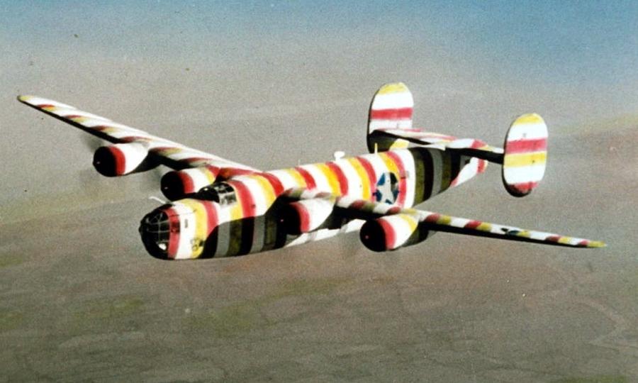 B-24D «Брадобрей Боб» (Barber Bob) с серийным номером 41-23667 из 93-й бомбардировочной группы. Традиционно перед цирюльнями в США ставились в качестве вывески столбы, выкрашенные сине-бело-голубыми полосами, что и дало прозвище самолёту - Весёлые картинки Warspot: козлы-провокаторы и горошек | Warspot.ru