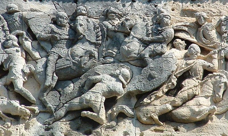 Рельефы триумфальной арки в Оранже воспроизводят сцены сражения римлян с галлами в ходе подавления восстания Сакровира в 21 году н.э. Фото автора - Чужеземцы в римской армии   Warspot.ru