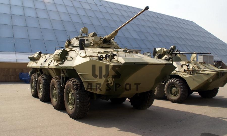 БТР-90 с №2Б12ЛТ1932 на выставке IDELF-2008. Рядом стоит БТР-80А — можно примерно представить разницу в размерах машин - «Росток», не пробивший асфальт | Warspot.ru