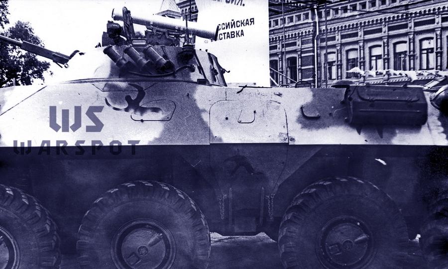Первый опытный образец БТР-90 на выставке в Нижнем Новгороде, 1994 год. Вид на левый борт. Перед бортовым люком бойница для пулемета, на крышке люка и за ним — для автоматов - «Росток», не пробивший асфальт | Warspot.ru