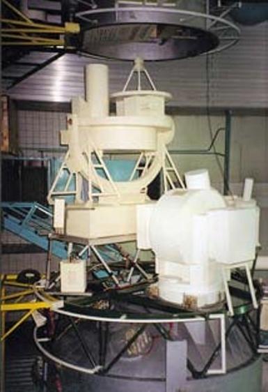 Аппаратура «Пион-К» (на переднем плане) и «Лира» (на заднем плане) на макете модуля «Спектр». Фото К. Лантратова из архива журнала «Новости космонавтики» - «Алмазный» корабль   Warspot.ru