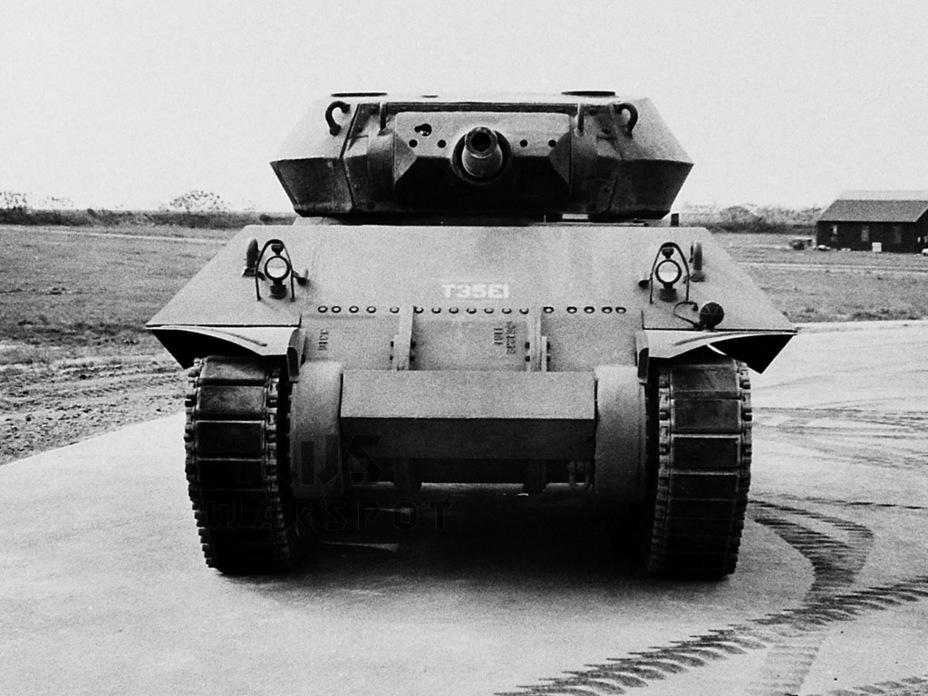 По сравнению с GMC T35 существенно изменилась конфигурация корпуса. Также можно заметить существенно изменившуюся по сравнению с исходным проектом GMC T35 подвижную бронировку орудийной установки - Средний истребитель по-американски | Warspot.ru