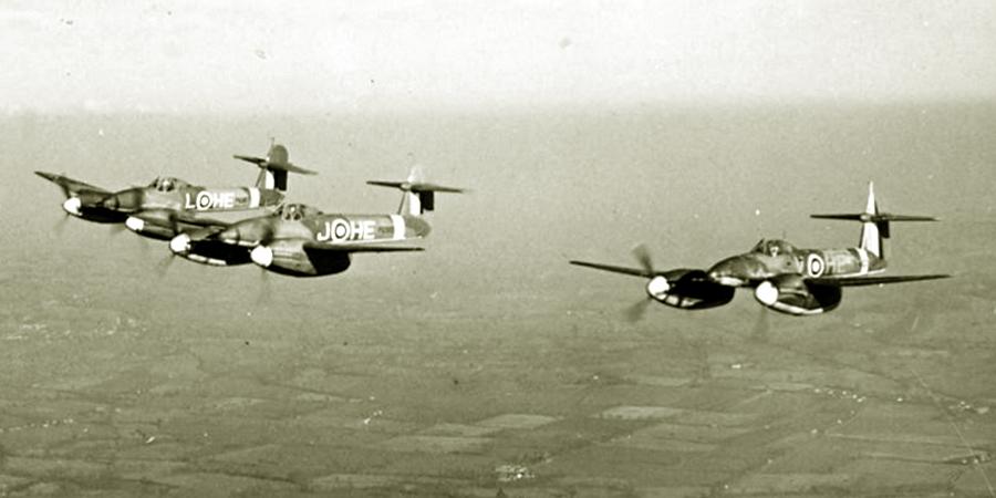 В полёте звено истребителей-бомбардировщиков «Уирлуинд» 263-й эскадрильи Королевских ВВС - «Мюнстерланд»: трудная мишень | Warspot.ru