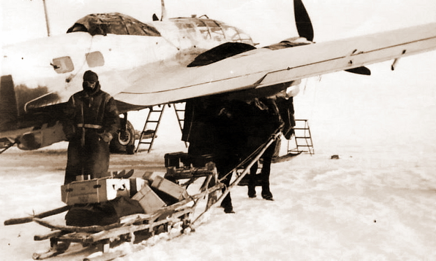 Подвоз боеприпасов к «Хейнкелю» из эскадры KG 53, зима 1941-1942 гг. - Warspot о наградах: бомбардировщик-истребитель   Warspot.ru