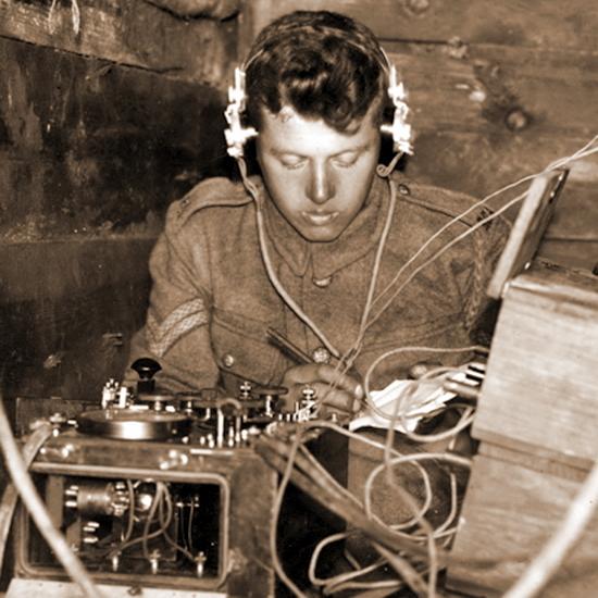 Британский наземный радиооператор за работой - Глаза и уши западного фронта   Warspot.ru