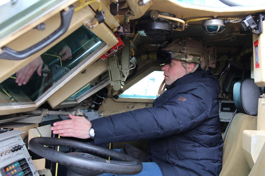 ?Шлем дополненной реальности водителя armyinform.com.ua - В Украине тестируют «прозрачную броню» | Warspot.ru