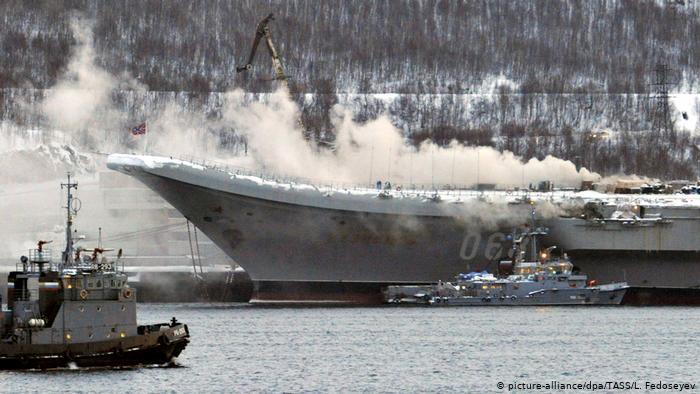Пожар на авианосце «Адмирал Кузнецов» в Мурманске dw.com - Фейлы-2019 | Warspot.ru