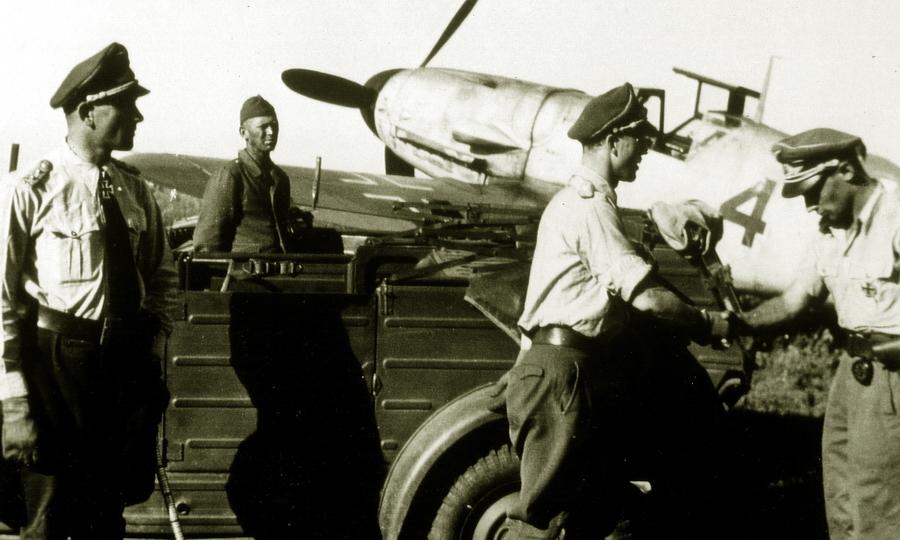 Асы эскадры JG 52: командир группы I./JG 52 гауптман Йоханнес Визе, командир эскадры JG 52 оберст-лейтенант Дитрих Храбак, командир отряда 2./JG 52 обер-лейтенант Пауль-Генрих Дэне - «Эксперт за сотню» в обмен на двух Героев | Warspot.ru