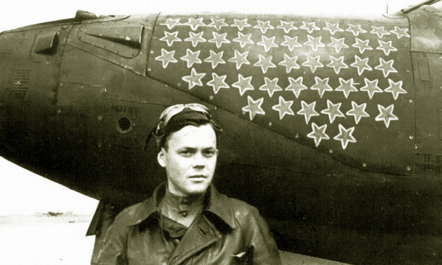 Григорий Речкалов на фоне своей «Аэрокобры» — пожалуй, самой известной в ВВС КА. Фото 1944 года - «Эксперт за сотню» в обмен на двух Героев | Warspot.ru