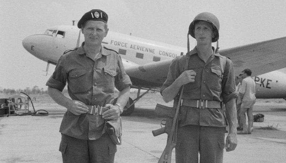 Хоар в аэропорту освобождённого от Симба Альбервилля. Солдат рядом с ним — сержант Грантpinterest.com