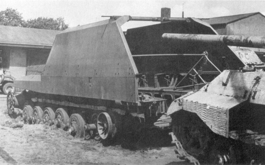 Self-propelled guns after being kicked out of the hangar - Overgrowth Cricket |  Warspot.ru