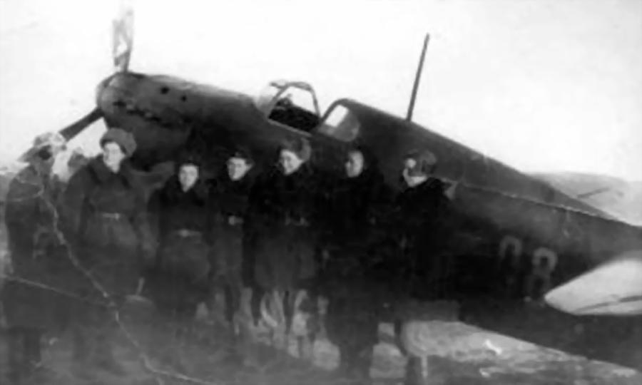 Лётчицы у Як-1 с бортовым №98, предположительно, из состава 9-го гв.иап - Победы и поражения Лидии Литвяк | Warspot.ru