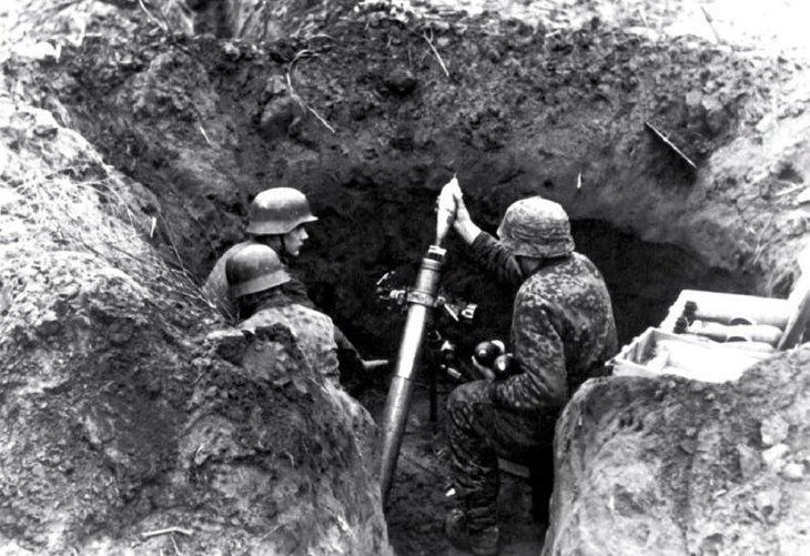 Расчёт немецкого миномёта ведёт бой в Вене Bernard V. Lebeau Danube rouge// Batailles & Blindés N°54. 2014 - Венская одиссея генерала Волкова | Warspot.ru