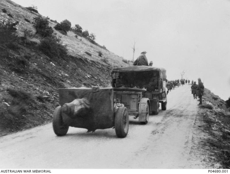 Австралийские части отступают через перевал Верия - Бои на линии Метаксаса  | Warspot.ru