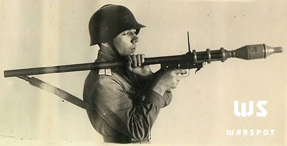 https://warspot-asset.s3.amazonaws.com/articles/pictures/000/081/658/content/foto_4-_granatomet_lpg-44__1945_g__tsamo_-797ec0175ceeb75257d8a746cd1c2940.jpg