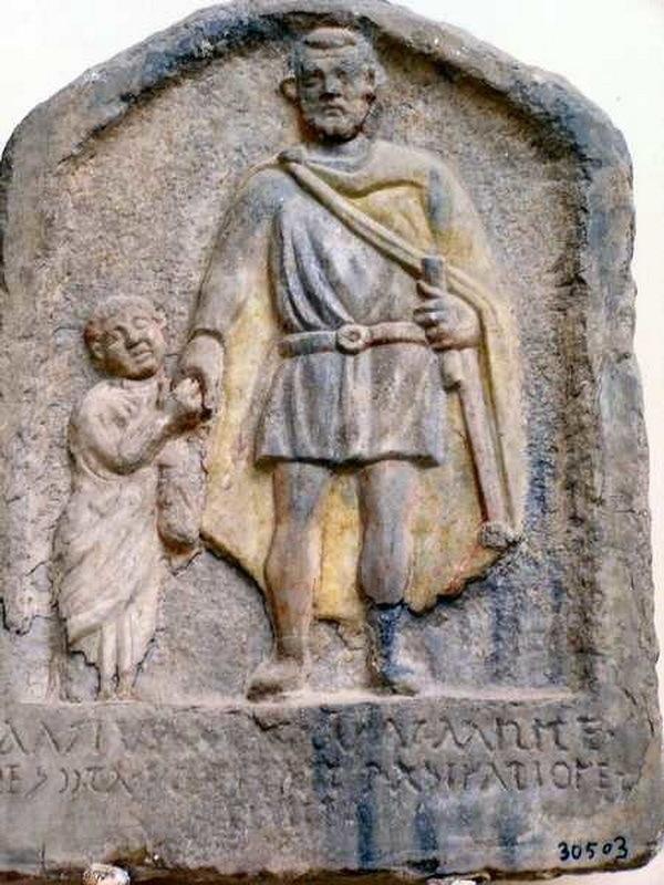 Стела из Александрии с изображением солдата и его сына, первая половина III века н.э.