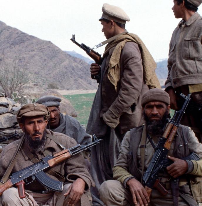 Моджахеды и афганские солдаты, перешедшие на сторону вооруженной оппозиции в январе 1980 года, Герат