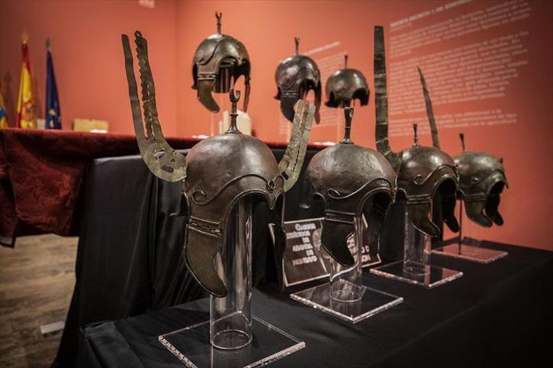 Семь шлемов из Аратиса, возвращённых в Испанию в 2019 году. est.zetaestaticos.com - Шлемы, их грабители и коллекционеры | Warspot.ru