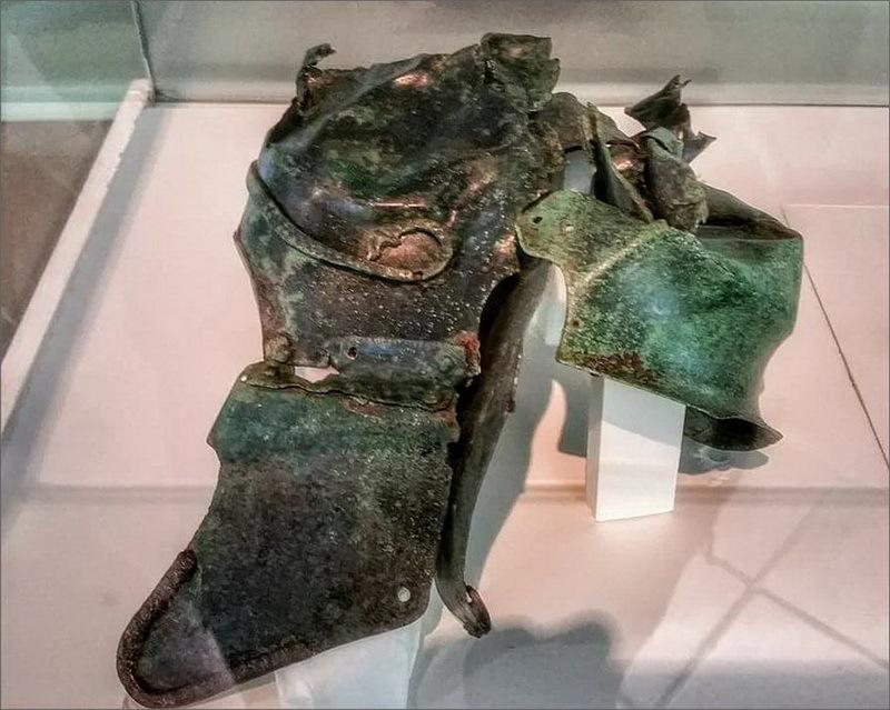 Испано-халкидский шлем, обнаруженный в Лос Канонигос, Куэнка. strator.livejournal.com - Шлемы, их грабители и коллекционеры | Warspot.ru