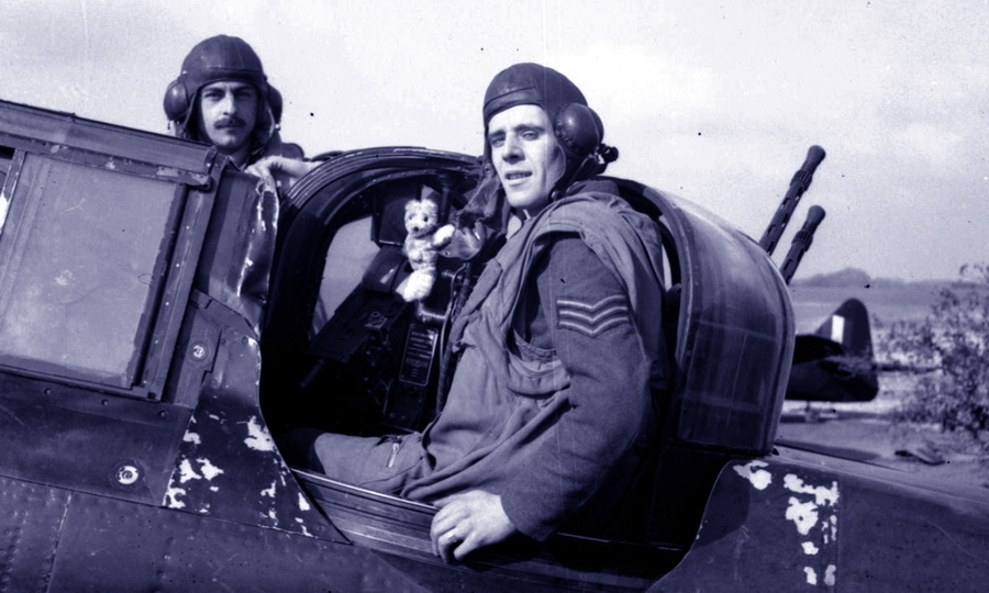 Самый результативный экипаж турельного истребителя: сержанты пилот Эдвард Торн (Edward R. Thorn) и стрелок Фредерик Баркер (Frederick J. Barker). Вместе они одержали 12 и 1/3 подтверждённых воздушных побед - Летающие башни, или наследники ган-басов | Warspot.ru