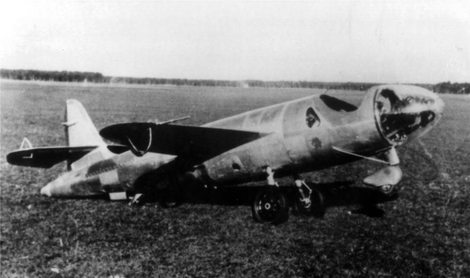 Немецкий экспериментальный ракетоплан He 176 на лётном поле airwar.ru - Смертоносные «Кометы» | Warspot.ru