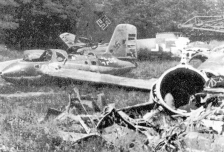 Обломки Me 163BV45 в Брандисе; ракетоплан совершил свой последний полёт 8 апреля 1945 года airpages.ru - Смертоносные «Кометы» | Warspot.ru