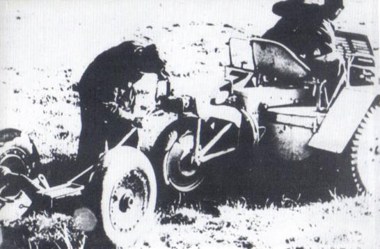Двухколёсная взлётная тележка после отделения от ракетоплана Ме 163. Архивное фото из книги Мано Зиглера «Messerschmitt Me 163 Komet» (1990) - Смертоносные «Кометы» | Warspot.ru