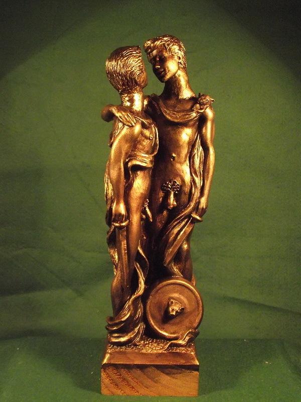 Современная статуя, изображающая двух воинов Священного отряда. Скульптор Малькольм Лидбери. commons.wikimedia.org - Священный отряд из Фив | Warspot.ru